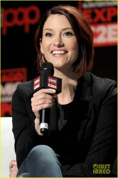 Melissa Benoist & Chyler Leigh Talk 'Supergirl' In Chicago