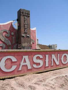Casino graveyard in Las Vegas - you will never win against a casino, maybe this picture proves that you can win? Vegas Vacation, Las Vegas Trip, Las Vegas Nevada, Las Vegas Love, Vegas Fun, Old Vegas, Travel Usa, Travel Destinations, America