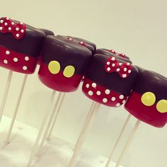 Mickey and Minnie cake pops! Cake Pops Mickey Mouse, Mickey E Minnie Mouse, Theme Mickey, Fiesta Mickey Mouse, Mickey Mouse Baby Shower, Mickey Mouse Clubhouse Birthday, Mickey Mouse Parties, Mickey Birthday, Mickey Party