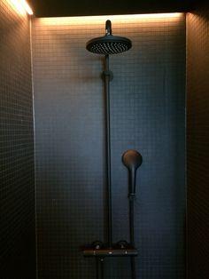 Grohe Armaturen in schwarz matt mit Mosaik schwarz matt im 25h Bikini Berlin