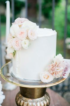 A Masterpiece Wedding Cake Inspired by the Cake Served at Prince Harry and Meghan Markle's Wedding Beautiful Cakes, Beautiful Bride, One Tier Cake, Meghan Markle Wedding, Rose Cake, Cake Servings, Wedding Cake Inspiration, Prince Harry And Meghan, Tiered Cakes