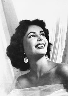 """tracylord: """" Elizabeth Taylor photgraphed by Bob Willoughby, 1951 """""""