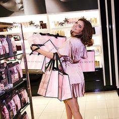 Victoria Secret Perfume, Victoria Secret Angels, Barbara Palvin, What Is Breathing, France Information, New Bra, Wattpad, Bts Concert, Plait