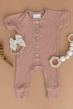 Trendy Baby Boy Clothes, Gender Neutral Baby Clothes, Cute Baby Girl Outfits, Cute Baby Boy, Organic Baby Clothes, Baby Fashion Clothes, Newborn Baby Girl Clothes, Cute Baby Onesies, Family Clothes