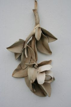 Sculpted ceramic magnolia branch. Natural von HouseOfCeramics
