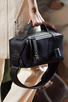 Hermès at Paris Fashion Week Spring 2020 - Details Runway Photos Source by yarnbetty bags Hermes Handbags, Handbags Michael Kors, Luxury Handbags, Purses And Handbags, Tote Handbags, Leather Handbags, Cheap Handbags, Hermes Bags, Cheap Purses