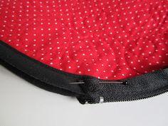 Lappeklipp: Necessär - tutorial Quilts, Bags, Accessories, Fashion, Purses, Handbags, Moda, Fashion Styles, Patch Quilt