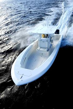 The Invincible 33 Open Fisherman is a top-line center-console that takes you to fish with a ride that's fast and smooth.