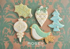 Xmas Icing cookie lesson by rosey sugar, via Bird Cookies, Fancy Cookies, Biscuit Cookies, Cute Cookies, Cupcake Cookies, Flower Cookies, Christmas Sugar Cookies, Christmas Sweets, Christmas Gingerbread