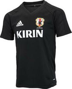 El nuevo camiseta Japón baratas 2017 2018 de entrenamiento está disponible en dos estilos limpios en negro y rojo, para los jugadores y el cuerpo técnico, respectivamente.
