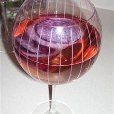 Homemade Wine Coolers, I know wine lovers cringe at the thought but it is good for those that are not wine drinkers