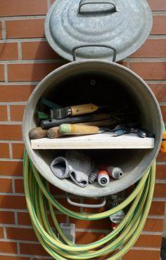 Zinc pot as an alternative hose holder - Karin Urban - Nat .- Zinktopf als alternativer Schlauchhalter – Karin Urban – NaturalSTyle Zinc Pot Upcycling -
