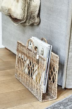 Modern Cottage Style, Basket Crafts, Newspaper Basket, Bamboo Crafts, Upcycled Home Decor, Boho Diy, Coffee Table Design, Living Furniture, Beach House Decor