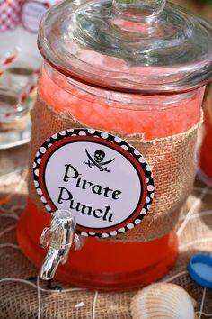 Tolle Deko-Idee für Getränke an deinem nächsten Kindergeburtstag unter dem Motto Piraten