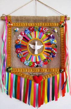 Estandarte - Divino Espírito Santo | Arte e Ofício Ateliê | Elo7 Diy And Crafts, Arts And Crafts, Ramadan Decorations, Wedding Decorations, Prayer Flags, Mexican Folk Art, Religious Art, Bead Weaving, Craft Ideas