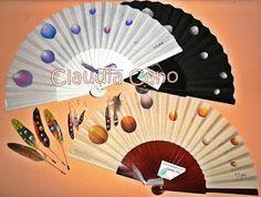 Abanicos pintados a mano por Claudia Cano: Lunares globo por doquier! Viva el lunar español! Pendientes de plumas pintadas a mano 1