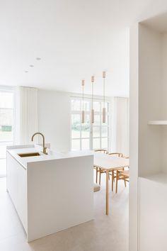 White Marble Kitchen, Neutral Kitchen, Kitchen Reno, Kitchen Dining, Bright Rooms, Home Kitchens, Interior And Exterior, Home Accessories, House Design