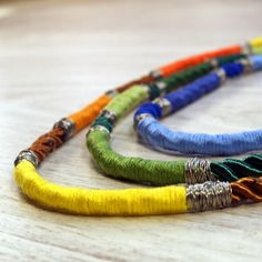 Any materials leftovers at home? Have a look what you can do from an embroidery floss, strings and a beading wire. Enjoy!