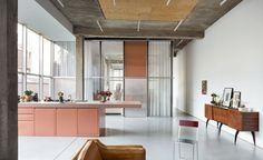 OFFICE . Thomas Lerooy's studio . Brussels  (3) Kersten Geers interieur keuken leefruimte ruimte scheidingswand roze