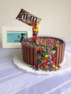 24 Super Ideas For Cake Chocolate Kids Desserts Candy Cakes, Cupcake Cakes, Food Cakes, Chocolate Bar Cakes, Anti Gravity Cake, Gravity Defying Cake, Cake Kit, Kit Cat Cake, Kid Desserts