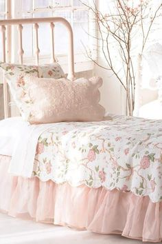 Cozy Shabby Cottage Chic bed ❤ White & Pink Roses, Ruffles