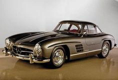 Photographs of the 1955 Mercedes-Benz 300 SL Gullwing. Chassis number Automobiles of Arizona by RM Auctions. An image gallery of the Mercedes Benz 300, Classic Sports Cars, Classic Cars, Classic Style, Classic Mercedes, Amazing Cars, Awesome, Luxury Cars, Vintage Cars
