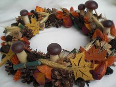 Herbstkranz, herbstlicher Tischkranz von Pfiffiges aus Heu, Wolle und Holz auf DaWanda.com