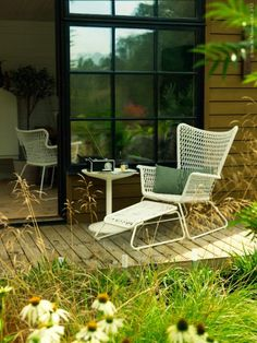 IKEA - HÖGSTEN, Armchair, outdoor, white, Hand-woven plastic rattan looks like natural rattan but is more durable for outdoor use. The materials in this outdoor furniture require no maintenance. Easy to keep clean – just wipe with a damp cloth. Patio Ikea, Ikea Outdoor, Outdoor Seating, Outdoor Spaces, Outdoor Chairs, Outdoor Living, Ikea Garden Furniture, Outdoor Furniture Sets, Furniture Ideas