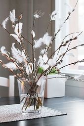 easter decoration Watering A common mistake most people make in indoor gardening is they tend to ove Easter Table Decorations, Centerpiece Decorations, Decoration Table, Decoration Restaurant, Decoration Crafts, Spring Decoration, Decoration Design, Decoration Plante, Easter Season