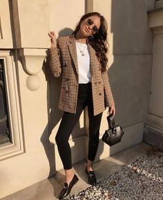 Look Blazer + T-shirt Casual Work Outfits, Mode Outfits, Casual Work Outfit Winter, Casual Jeans, Casual Summer, Casual Fall, Formal Outfits, Casual Blazer, Work Attire