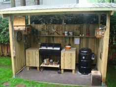 GREAT outdoor barbecue shack. Could even be used in the rain with that overhead. #shedplans