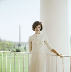 1961. Jackie Kennedy Standing in White Dress, photo Mark Shaw