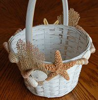 Flower Girl Basket Ideas | ring holder ideas will give you ideas for your own beach theme wedding ...