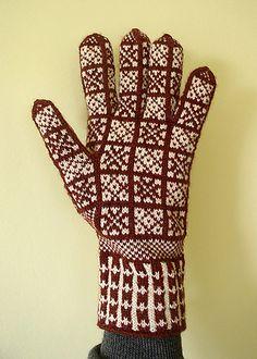 Ravelry: corvid's Star Sanquhar Gloves