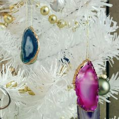 Tis the season! ☃  Spice up your Christmas tree with these fun agate ornaments ☄