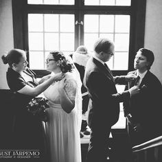The beloved wedding couple and friends are getting ready . @augustjarpemophotography #augustjarpemo
