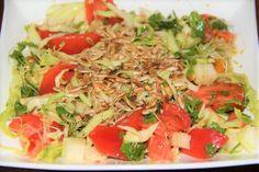 Koolsalade met zonnebloem pitten | Coal salad with seeds | Kool | Coal | Tomaat | Tomato | Salade | Salad | Rood | Red | Eten | Food | Gezond | Healthy | Dreambody transformation | De Levensstijl | Asja Tsachigova Caprese Salad, Cobb Salad, Alfalfa, Salads, Cilantro, Tomatoes, Salad, Chopped Salads, Insalata Caprese