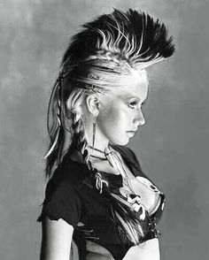 Apple Wallpapers - Christina Aguilera Punk Rock Style Girl On Background Pelo Mohawk, Long Mohawk, Girl Mohawk, Post Apocalyptic Fashion, Burning Man Fashion, Mohawk Hairstyles, Crazy Hairstyles, Haircuts, Up Dos