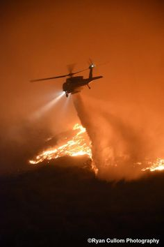 A stunning photo by Ryan Cullom of an LA County Fire Firehawk working on a fire near Ventura 101 Fwy a few days ago. Military Helicopter, Military Aircraft, Volunteer Fire Department, Wildland Firefighter, Fire Equipment, Wild Fire, Fire Apparatus, Aircraft Pictures, Fire Engine