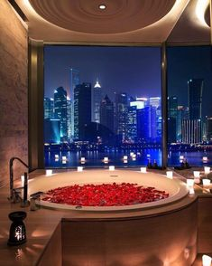 Who would like to come home to this after work? 😍⠀ ⠀ ⠀ bathtime relax bathroom beauty skincare handmade love design interiordesign natural luxury naturalbeauty bathtub bathbomb style beautiful interior home essentialoils instagood wellness Shanghai, Entspannendes Bad, Luxury Interior, Interior Design, Room Interior, Bathroom Design Luxury, Relaxing Bath, Best Bath, Dream Rooms