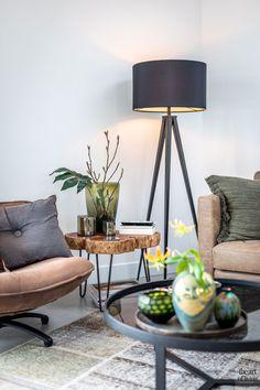 House interior rustic window Ideas for 2019 Modern Chairs, Modern Decor, Modern Design, Lounge, Studio Apartment Design, Exterior House Colors, Home Design Plans, Rustic Interiors, Diy Bedroom Decor