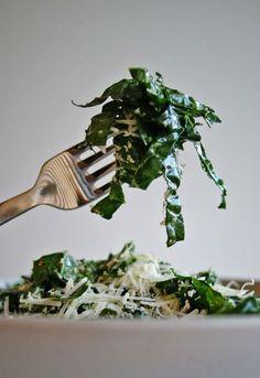 LEMON PARMESAN CAVOLO NERO SALAD [anutritionisteats] [parmigiano-reggiano, parmesan] [cavolo nero, lacinato kale, dinosaur kale, tuscan kale, black cabbage, black kale]