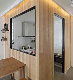 帶有磁性的立窗黑色鐵件,是可用來做吸附備忘紙條的小小空間。
