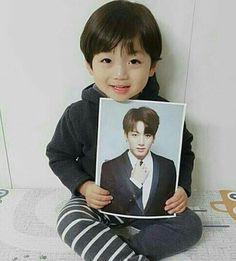 "this kid be like ""jungkook is my dada"" Cute Asian Babies, Korean Babies, Asian Kids, Cute Babies, Cute Baby Boy, Cute Kids, Baby Kids, Little Babies, Little Boys"