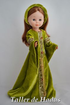 Medieval olive and gold gown for Nancy Doll Clothes Patterns, Clothing Patterns, Antique Dolls, Vintage Dolls, Old Fashion Dresses, Medieval Party, Nancy Doll, Gold Gown, Barbie I
