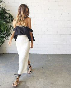 Our Sir The Label Kobi Linen Top worn with our Kitx Linen Stretch Basic Skirt splice boutique Street Style Outfits, Looks Street Style, Mode Outfits, Fashion Outfits, Fashion Trends, Fashion Ideas, Fashion Moda, Look Fashion, Womens Fashion
