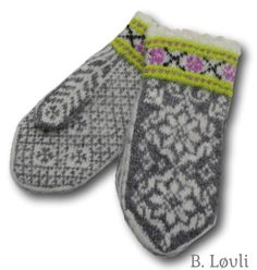 Ravelry: Villblomst Votter pattern by StrikkeBea Knitted Mittens Pattern, Knit Mittens, Knitted Gloves, Knitting Patterns, Norwegian Knitting Designs, Reverse Braid, Knit Art, Fair Isles, Knitting Accessories