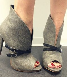 Retro Strap Buckle Decorated Peep-Toe Ankle Boots