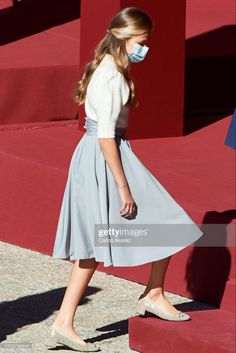 Cute Casual Outfits, Casual Chic, Style Icons Inspiration, Royal Family Pictures, Princess Of Spain, Estilo Real, Spanish Royal Family, Looking Dapper, Princess Outfits