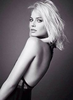 Margot Robbie was born in Dalby, Queensland, Australia and raised on the Gold Coast. Read more for Margot Robbie biography, hot photos, movies list and personal life. Atriz Margot Robbie, Margot Elise Robbie, Margo Robbie, Actress Margot Robbie, Margaret Robbie, Elle Magazine, High Fashion Shoots, Femmes Les Plus Sexy, Cara Delevingne